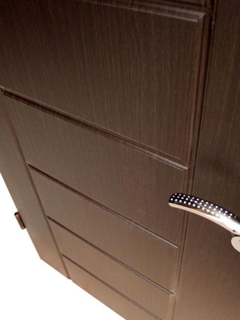 Входна блиндирана врата за апартамент – 54 тъмен орех