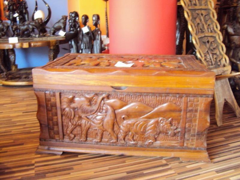 Сандък-ракла с африкански мотиви