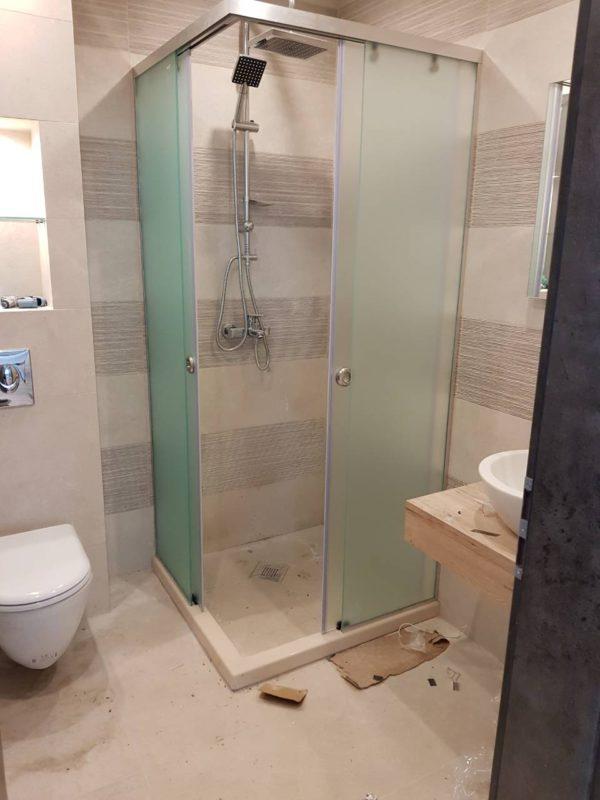 Преградни стени и стъклени паравани за баня