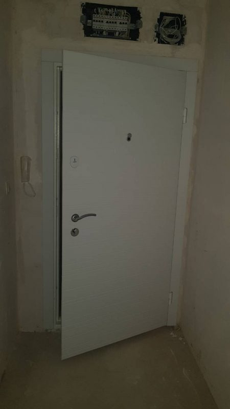 vhodna-vrata-za-aprtament-bqla